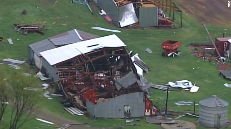 170516214234-wisconsin-tornado-damage-exlarge-169