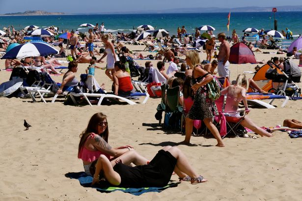 People-flock-to-Bournemouth-Beach