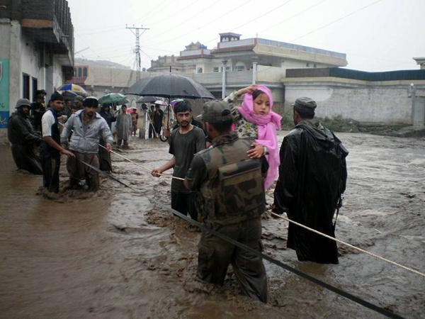 flood-rescue-pakistan-army-600x450