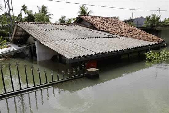ss-160523-sri-lanka-flood-disaster-13_a298a5cb81b115d81167343eaa822d2f.nbcnews-ux-1024-900